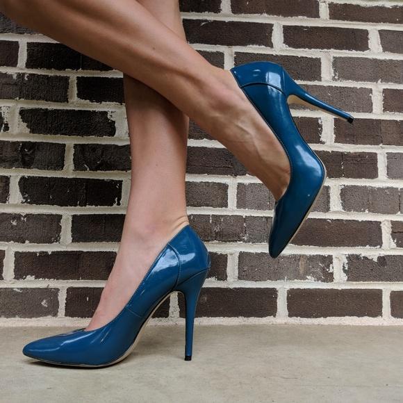 569dd96f777 Blue STEVE MADDEN DAISIE PUMP Size 9.5
